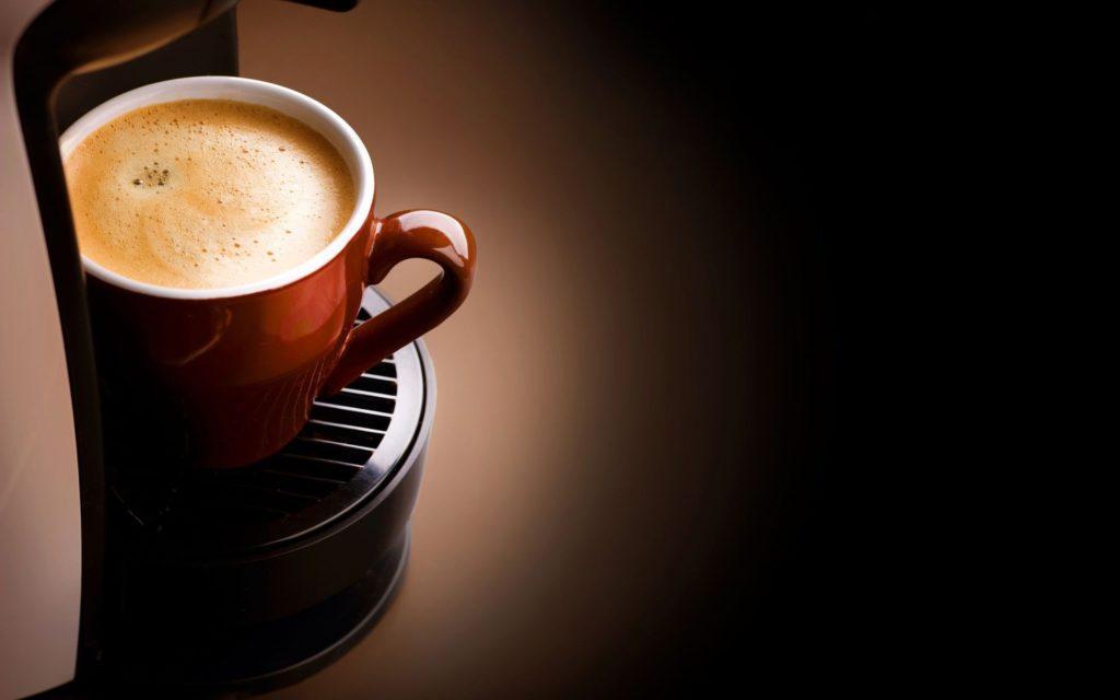 красотка,окно,сидит,кофе анонимно